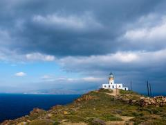 06_Lone-lighthouse-on-the-hillside.-Mykonos.Greece