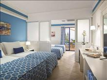Aldemar Amilia Mare Family Resort: Family_Room_SlidingDoor