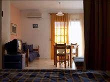 Chrysa Apartments Hotel: Triple Room