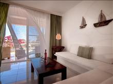 Gerakas Belvedere Hotel & Luxury Suites: Junior Suite