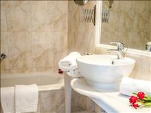 Gerakas Belvedere Hotel & Luxury Suites: Bathroom