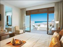 Amirandes Grecotel Exclusive Resort: Beach Villa Sea View Master Bedroom & Bathroom