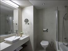 Creta Maris Beach Resort: Deluxe Room Bathroom