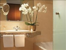 Grecotel Creta Palace Luxury Resort: Double Room Bathroom