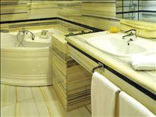 Porto Elounda Golf & Spa Resort: Exclusive Suite Bathroom