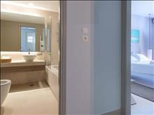 The Bay Hotel & Suites: Bathroom